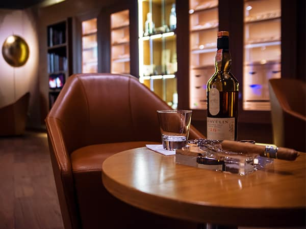 Cigar Lounge Hotel Marriott GERBER Humidor